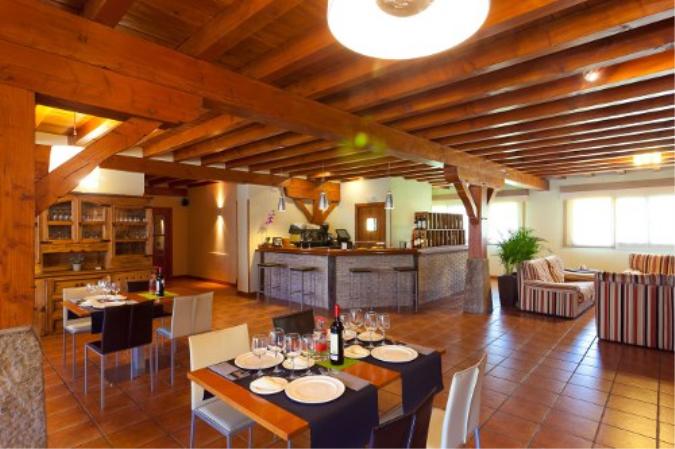 Bar-Dinning room
