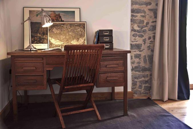 escritorio en habitación 4