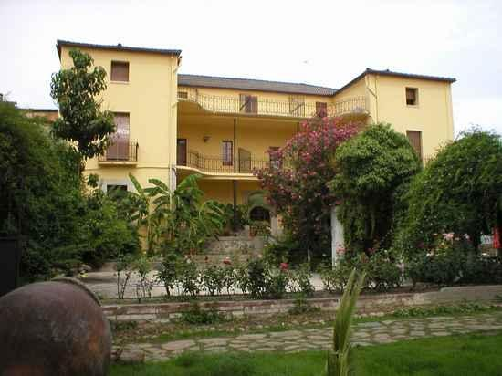 Hosteria Las Palmeras Casa in Madrigal de la Vera (Cáceres)
