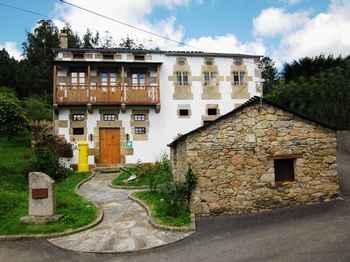 Casa Os Carballás in Ourol (Lugo)