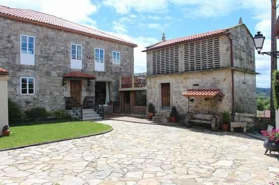 Casa Entremuros en Carballo (A Coruña)