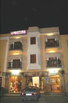 Hotel La Encomienda in Moraleja (Cáceres)